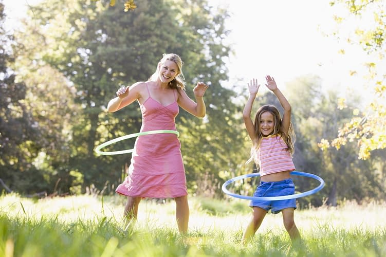 Learn the Correct Way to Use Hula Hoops and How Hula Hoops Help to Burn Fat